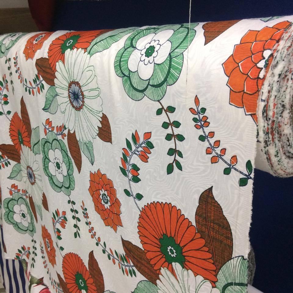 Tecido Jacquard Estampado Floral Laranja - 1.40m de Largura