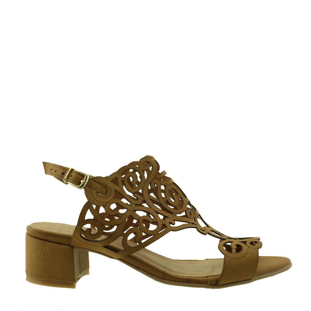 Sandália com Recorte a Laser Caramelo