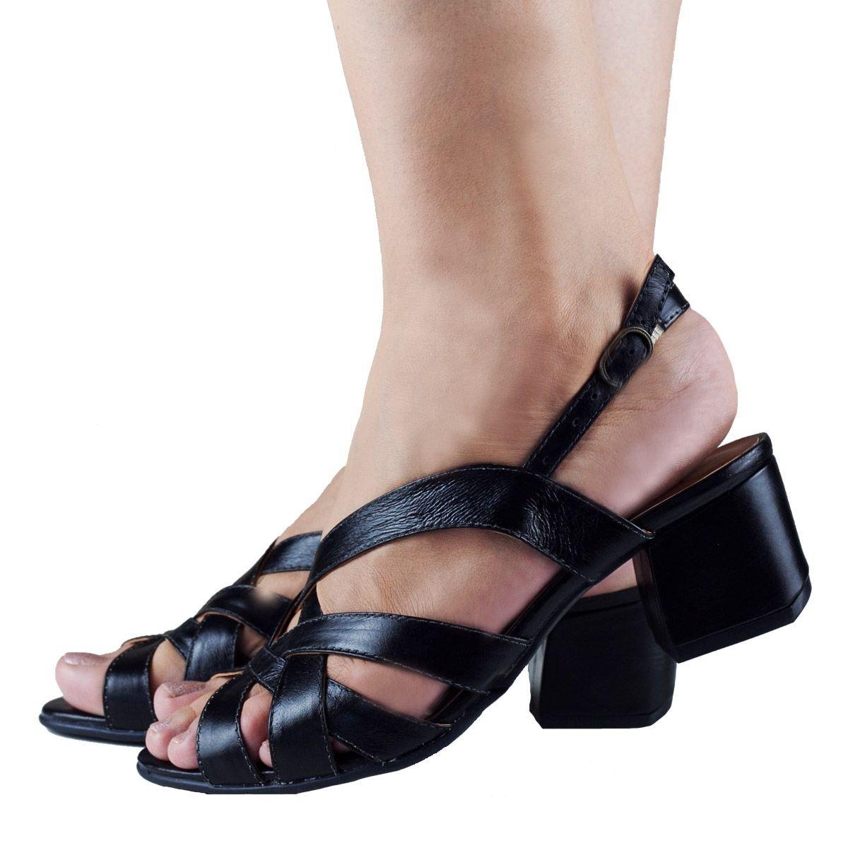 Sandália de tiras em Couro Preta