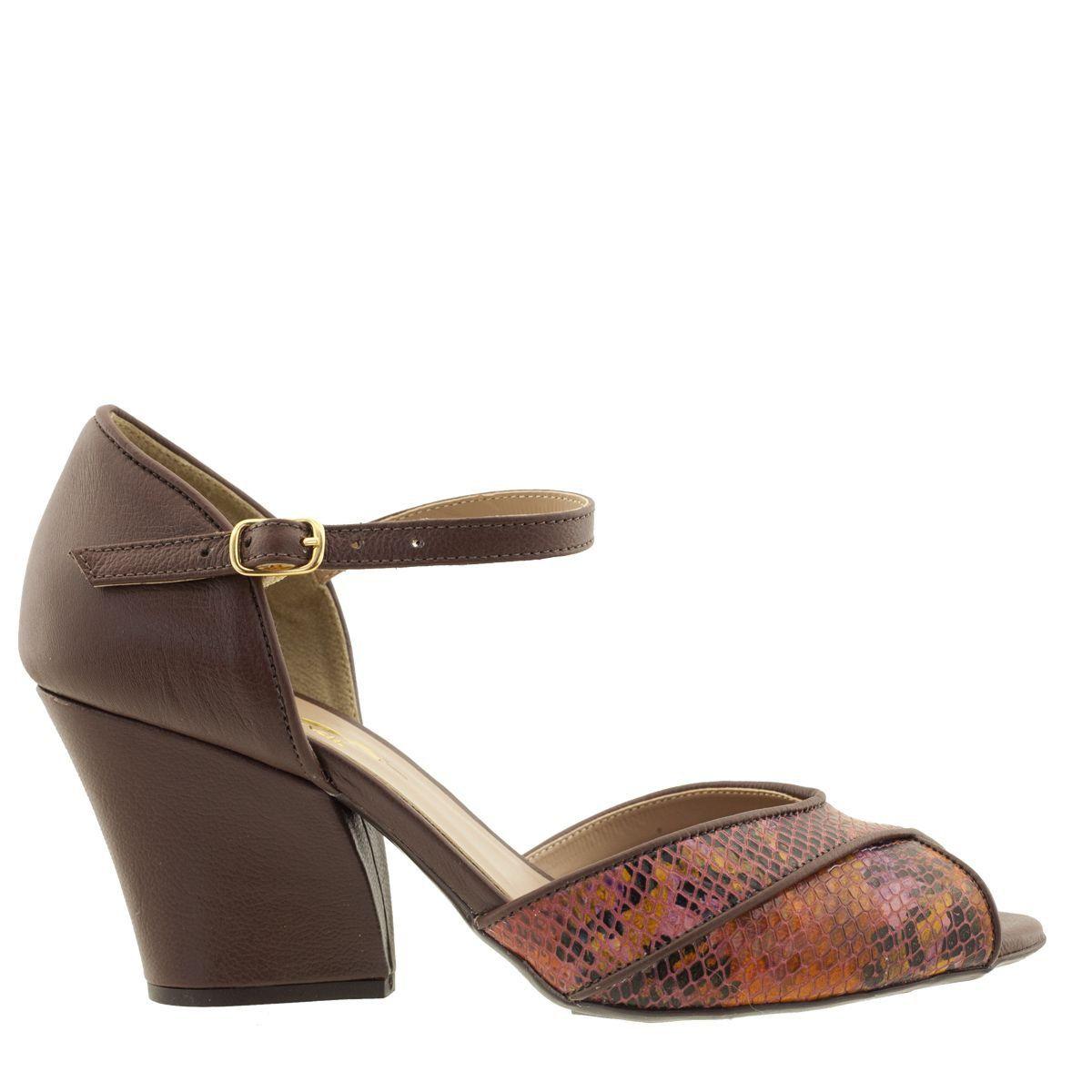 Sandália em Couro com Salto Chocolate