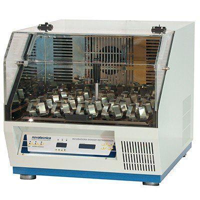 Incubadora Shaker Refrigerada de Bancada Novatecnica