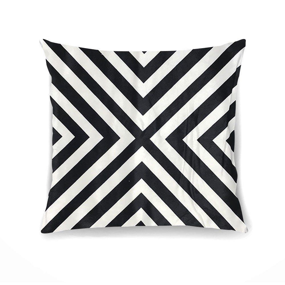 Capa para Almofada Tecido Veludo Triângulo Preto e Branco  - D'Rossi