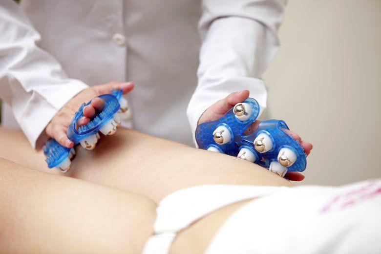 Luva para Massagem Corporal com 9 Esferas de Metal Giratórias