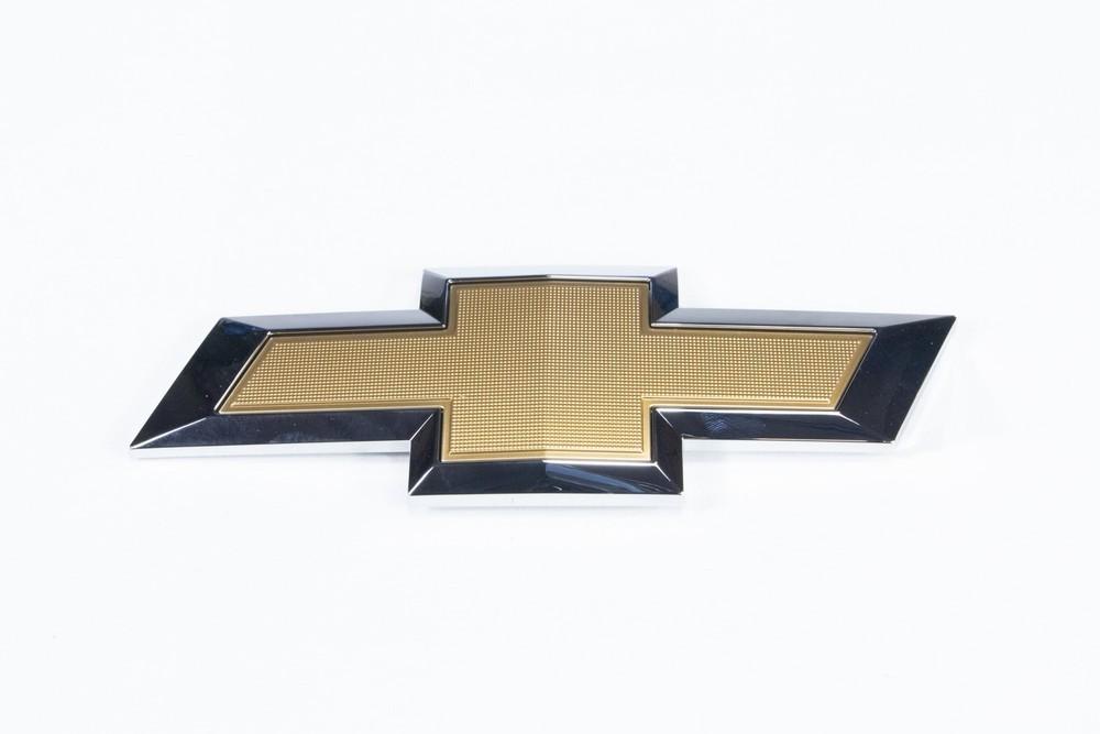 Emblema *gravata* tampa traseira porta malas - Cobalt 2016 a 2017