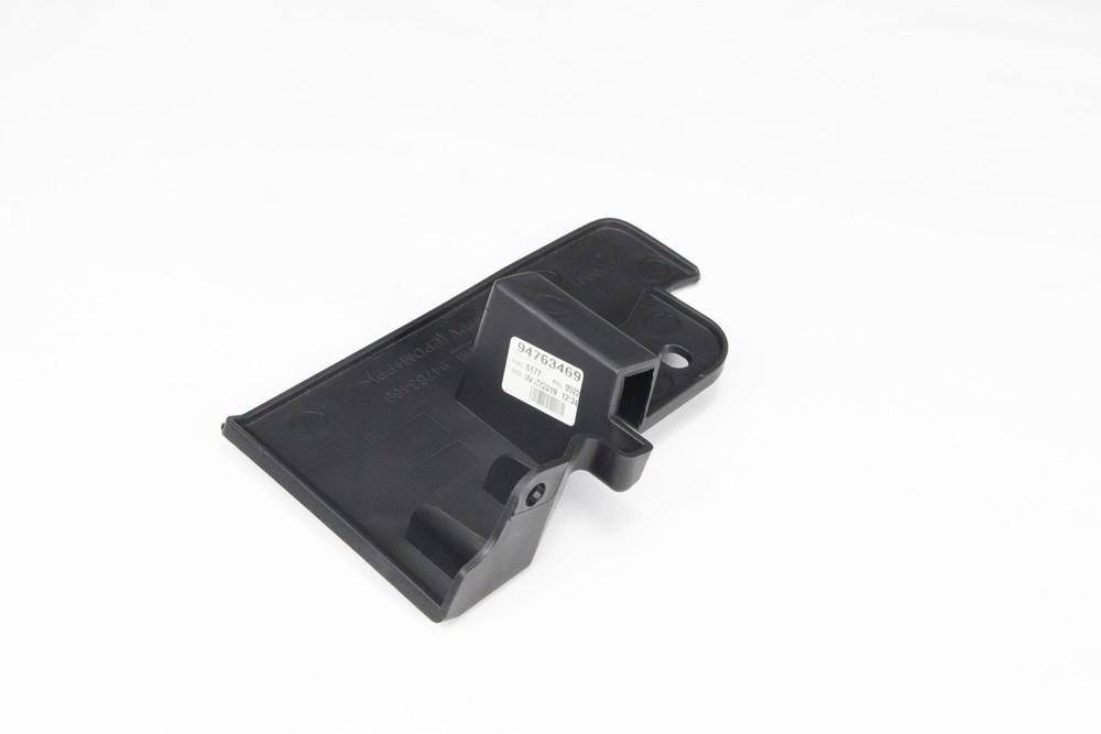Extensao do defletor Do assoalho traseiro lado motorista - Onix 2013 a 2019