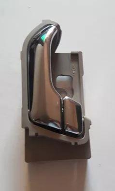Macaneta interna porta dianteira lado motorista - Trailblazer 2012 a 2017