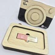 Kit Pen Drive 4GB Cristal Rose +Case Wood Câm