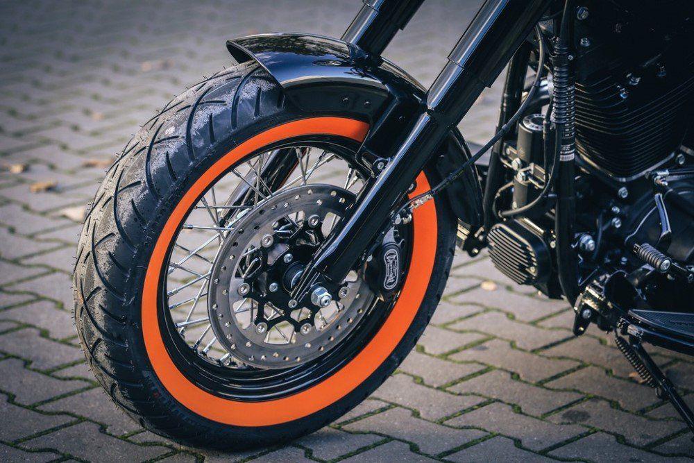 Par Pneu Harley Davidson 883 150/80B16 + 100/90-19 Me888 Orangewall (Faixa Laranja) Metzeler - Edição Limitada