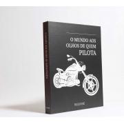 Caixa Livro Decorativa Book Box O Mundo aos Olhos de Quem Pilota 30x23,5cm Goods BR