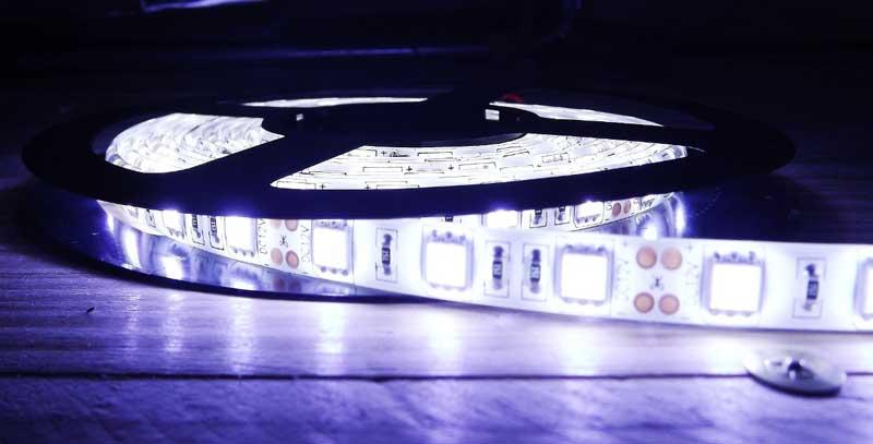 Fita De Led 12V Branco Frio IP65 LED5050 Rolo 5 Metros