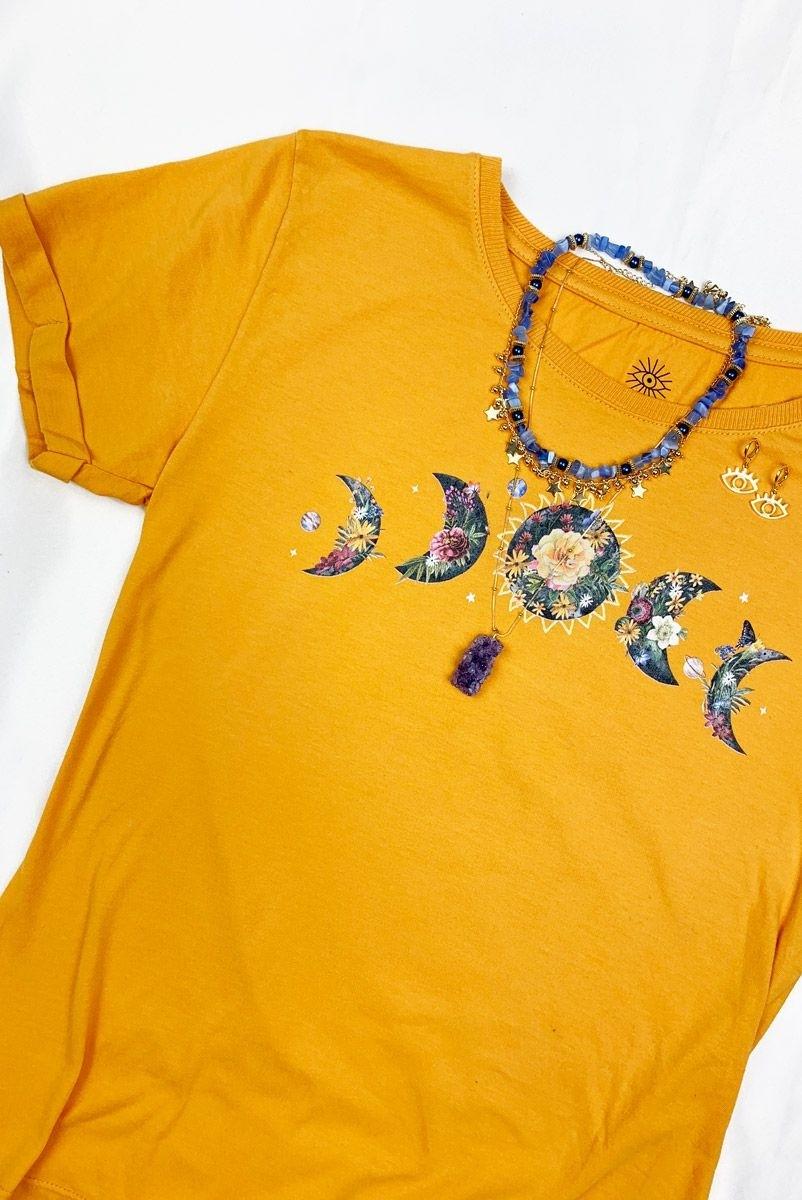 Camiseta Babylook Mostarda Lua c/ Flores