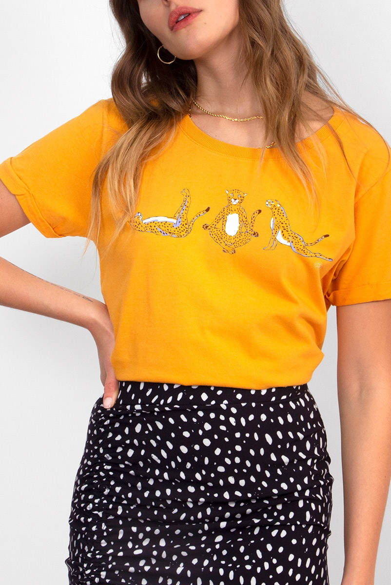 Camiseta Babylook Onças Namastê