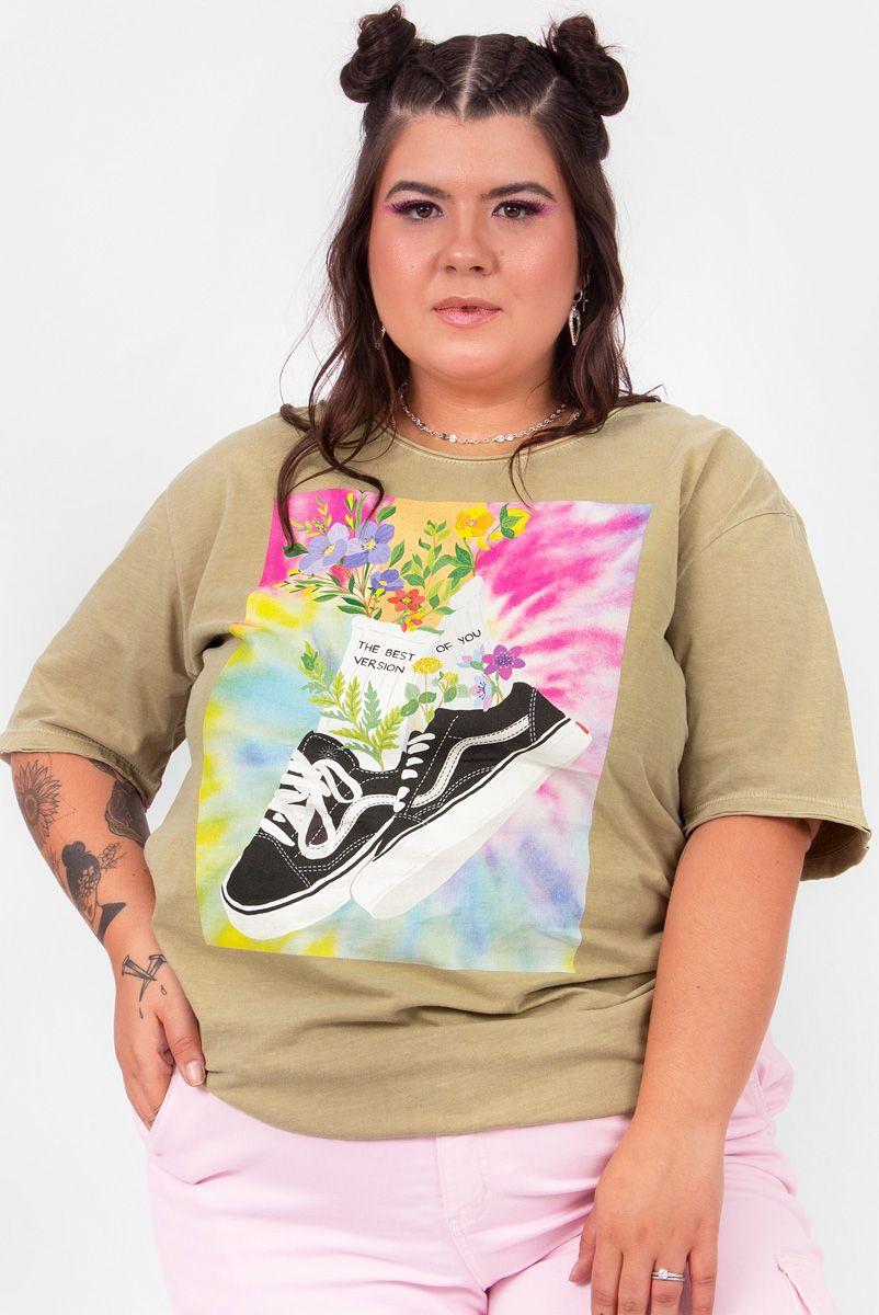 Camiseta T-shirt PLUS Tênis com Flores
