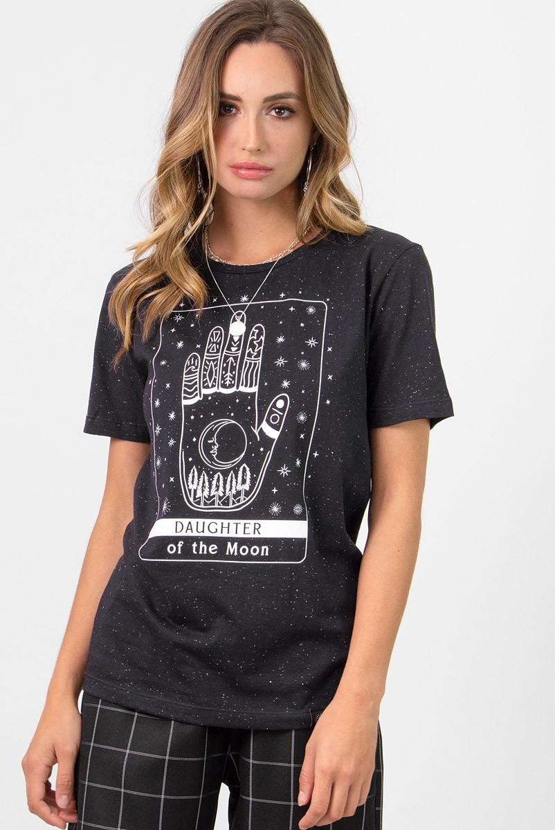 Camiseta T-shirt Preta Daughter Of The Moon