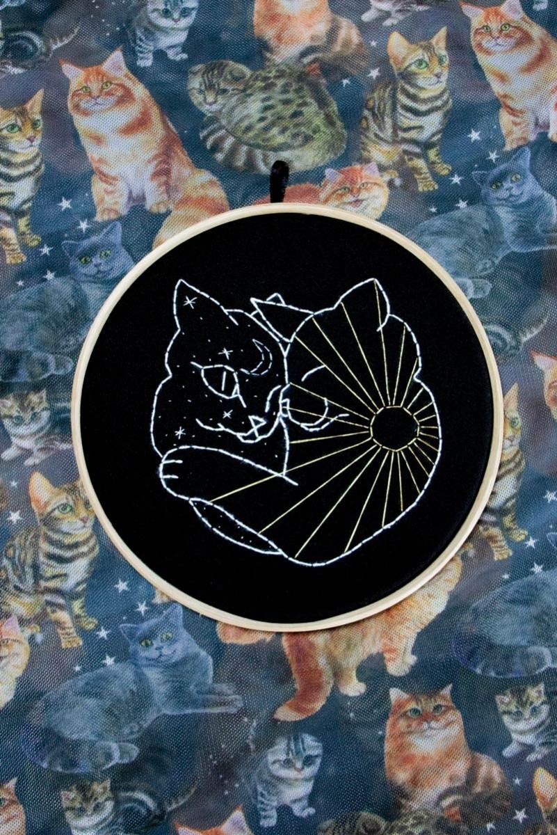 Quadrinho Bordado Decor Gato Dia & Noite