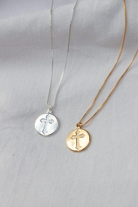 Colar Medalha Gravada Cruz