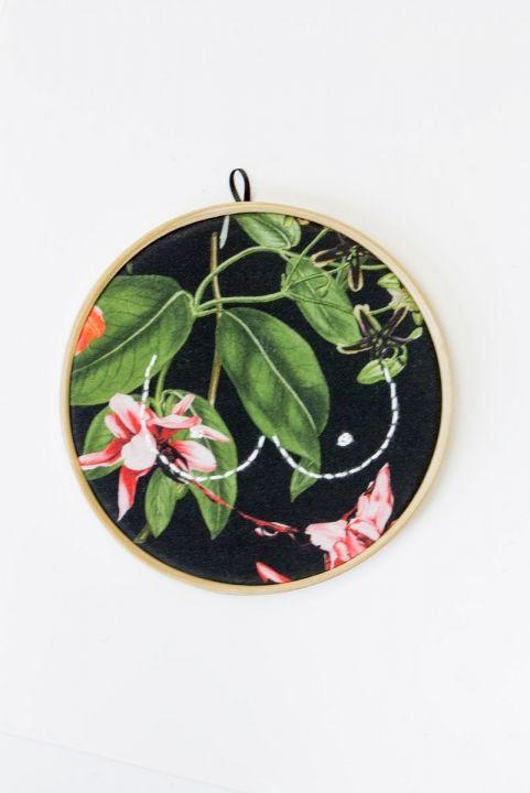 Quadrinho Bordado Decor Flowers & Boobs