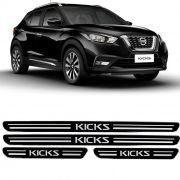 Jogo de Soleira Resinada Kicks 2016 a 2019 - Preto Protetora Adesiva 4 Peças com Grafia Personalizada