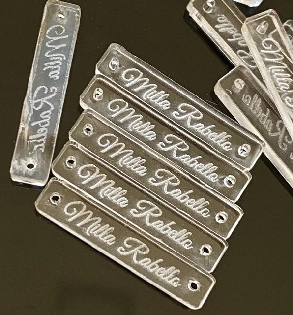 Etiqueta Tag Personalizada em acrílico cristal 2,5 x 0,5cm