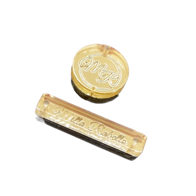 Etiqueta Tag Personalizada em acrílico dourado espelhado 2,5 x 0,5cm
