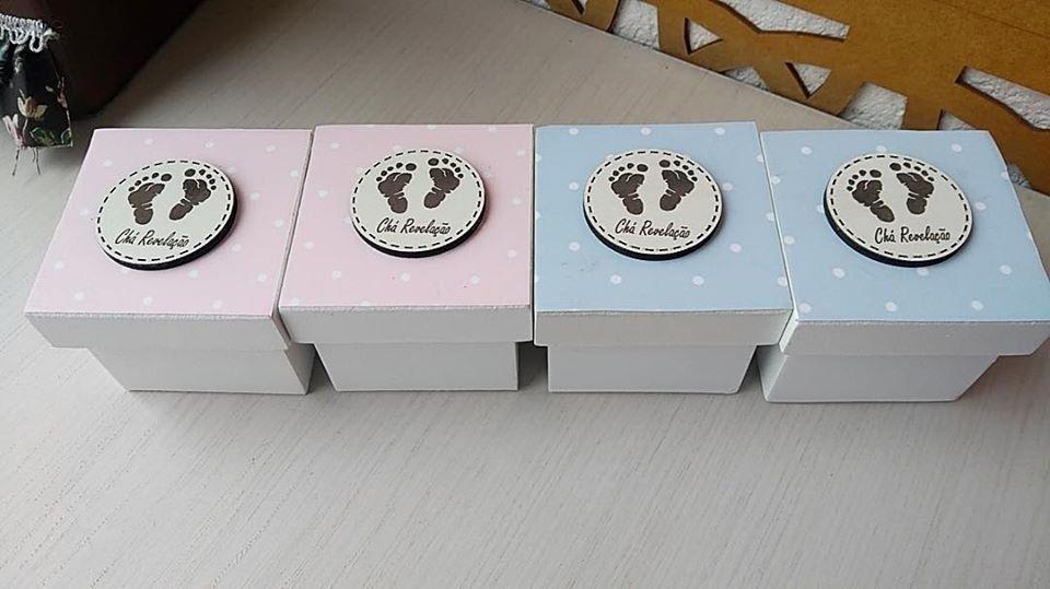 Kit 20 caixinhas personalizadas Chá Revelação Pezinhos Mdf  6cm (R$ 4,90 cada)