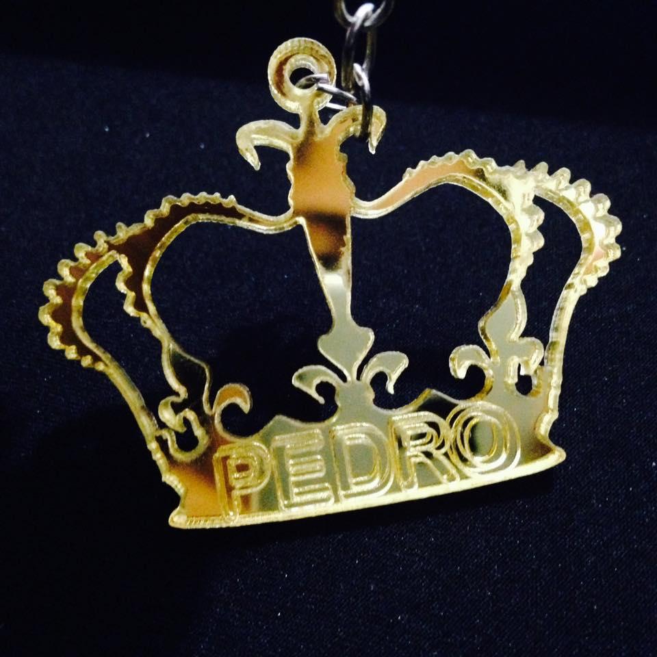 KIT 30 PEÇAS - Chaveiro Coroa Príncipe ou Princesa Personalizado ACRÍLICO DOURADO ESPELHADO (R$ 2,50 cada)