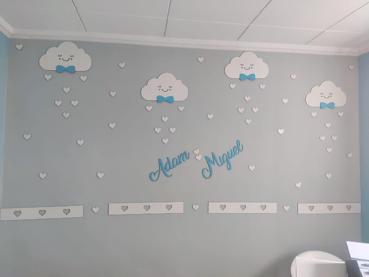 Kit Painel de Parede Completo 48 peças Nuvens Chuva de Amor Personalizado Menino - Nome e Gravatas Coloridos
