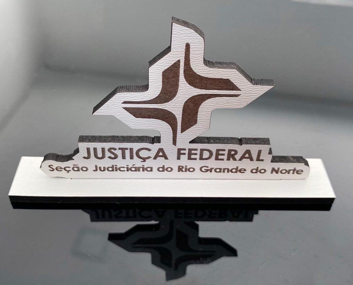 Logotipo personalizado na base 15cm de altura Brinde Lembrança Empresa Corporativo MDF BRANCO