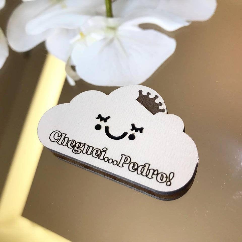 Ref. 044 - Ímãs de Geladeira Nuvem Carinha com Coroa MDF Branco Lembrancinhas Nascimento Chá de Bebê