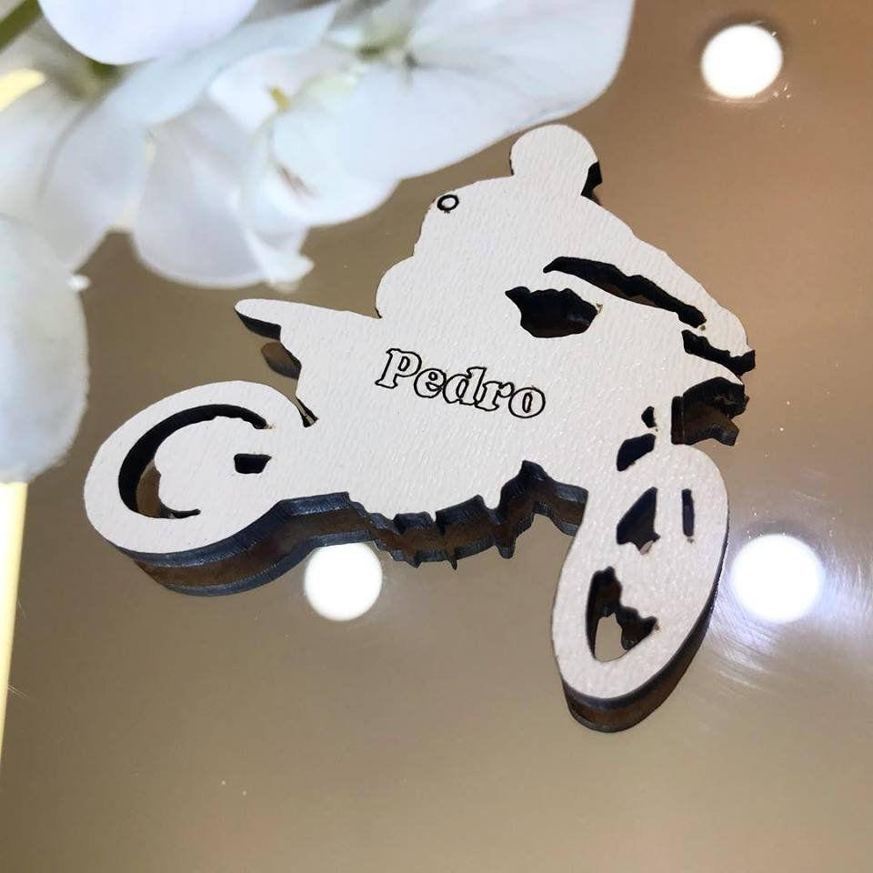 Ref. 078 - Ímãs de Geladeira Motocross MDF Branco Lembrancinhas Nascimento Chá de Bebê