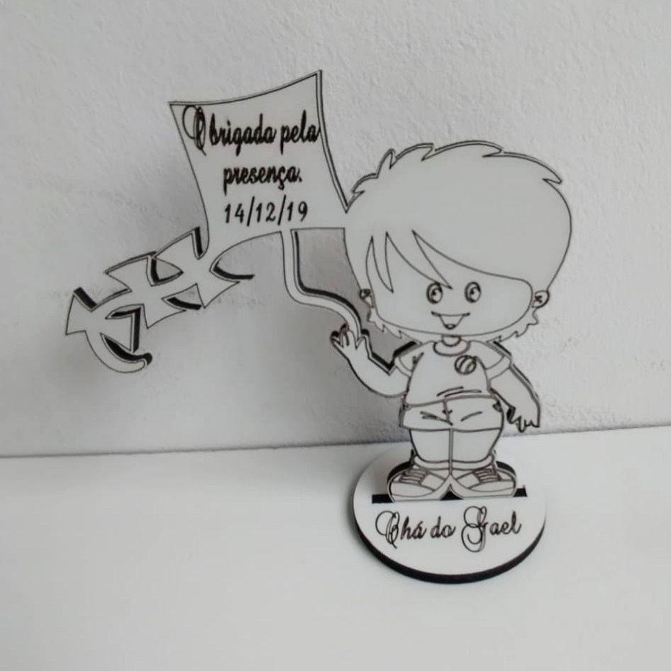 Ref. 045 - Lembrancinhas de Mesa 10cm Menino com Pipa - MDF BRANCO