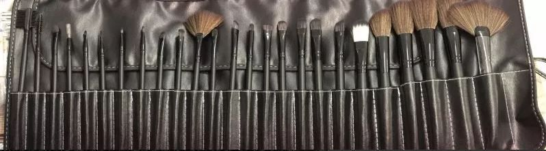 Kit Maleta Preta + 32 Pincéis com Estojo Premium + Kit Maquiagem Completa Ruby Rose (Paleta Sombra Pó facial bronzeador Iluminador Contorno)