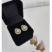Brinco Triangular Diamantado Folheado a Ouro 18k  + Ródio