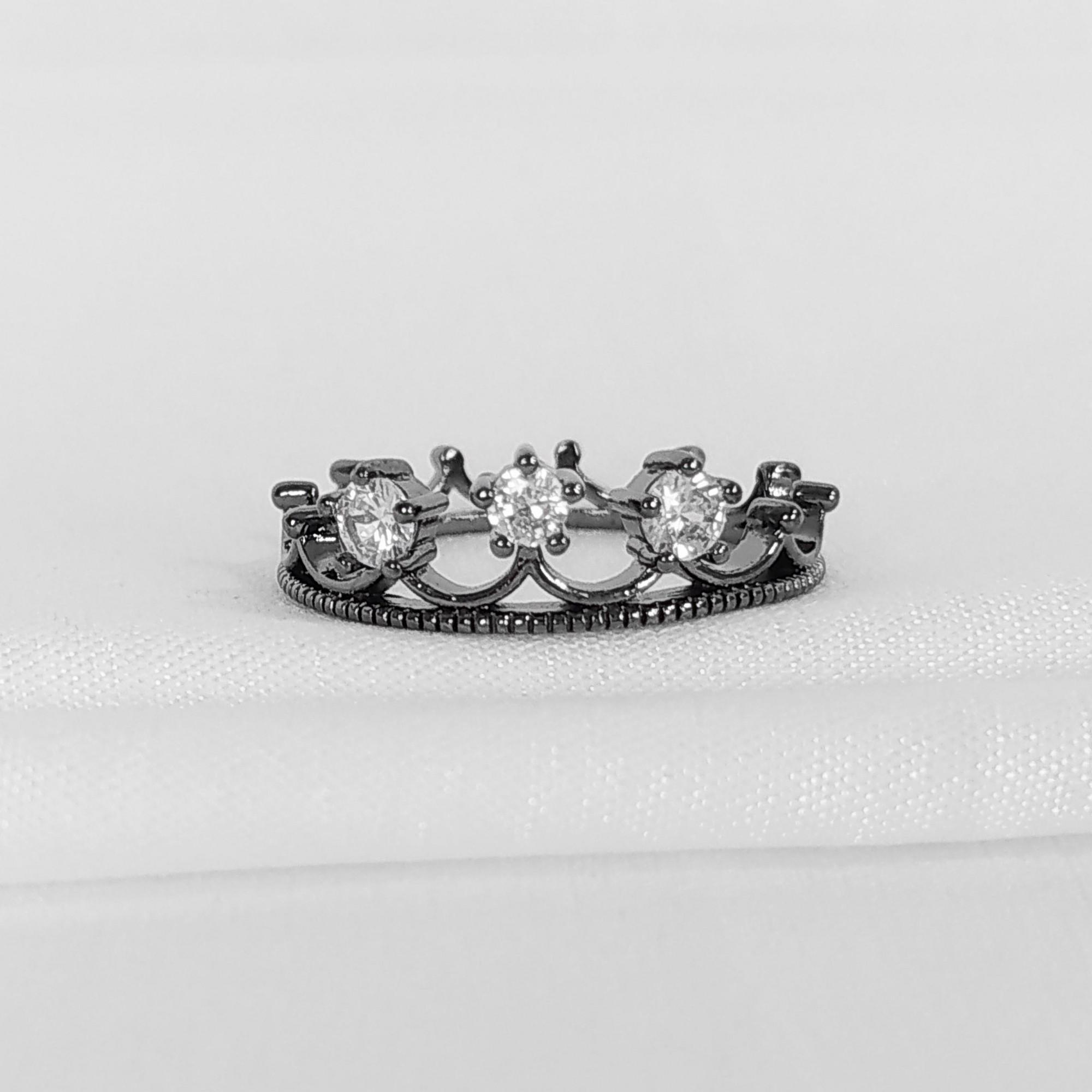 Anel Coroa com Zircônia Banho a Ródio Negro  - Lunozê Joias