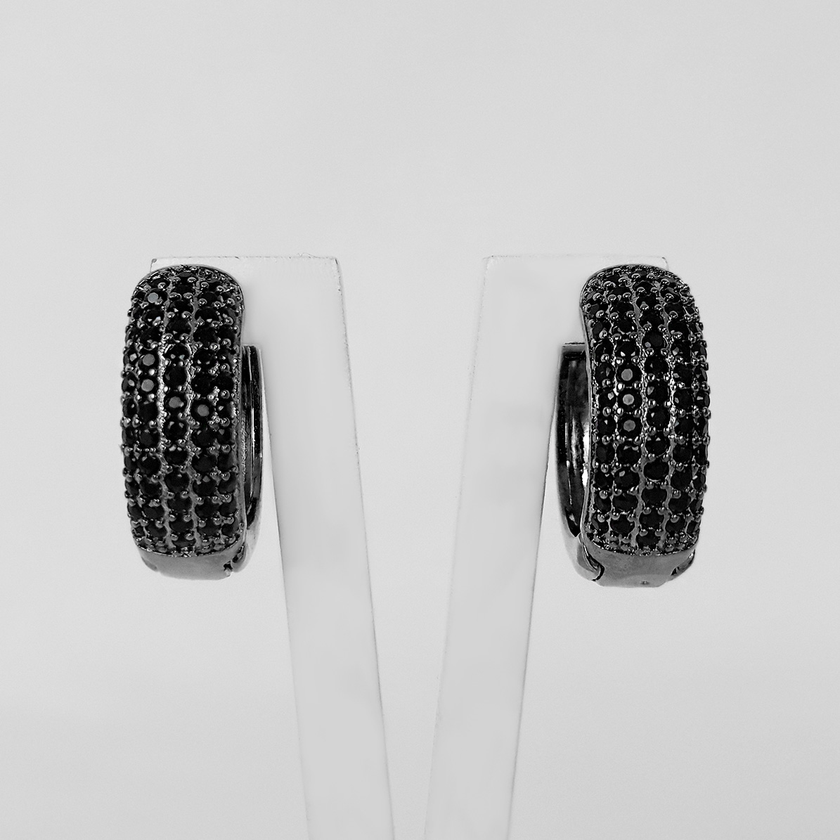 Brinco Argola 5 Filetes de Zircônias Banho Ródio Negro  - Lunozê Joias
