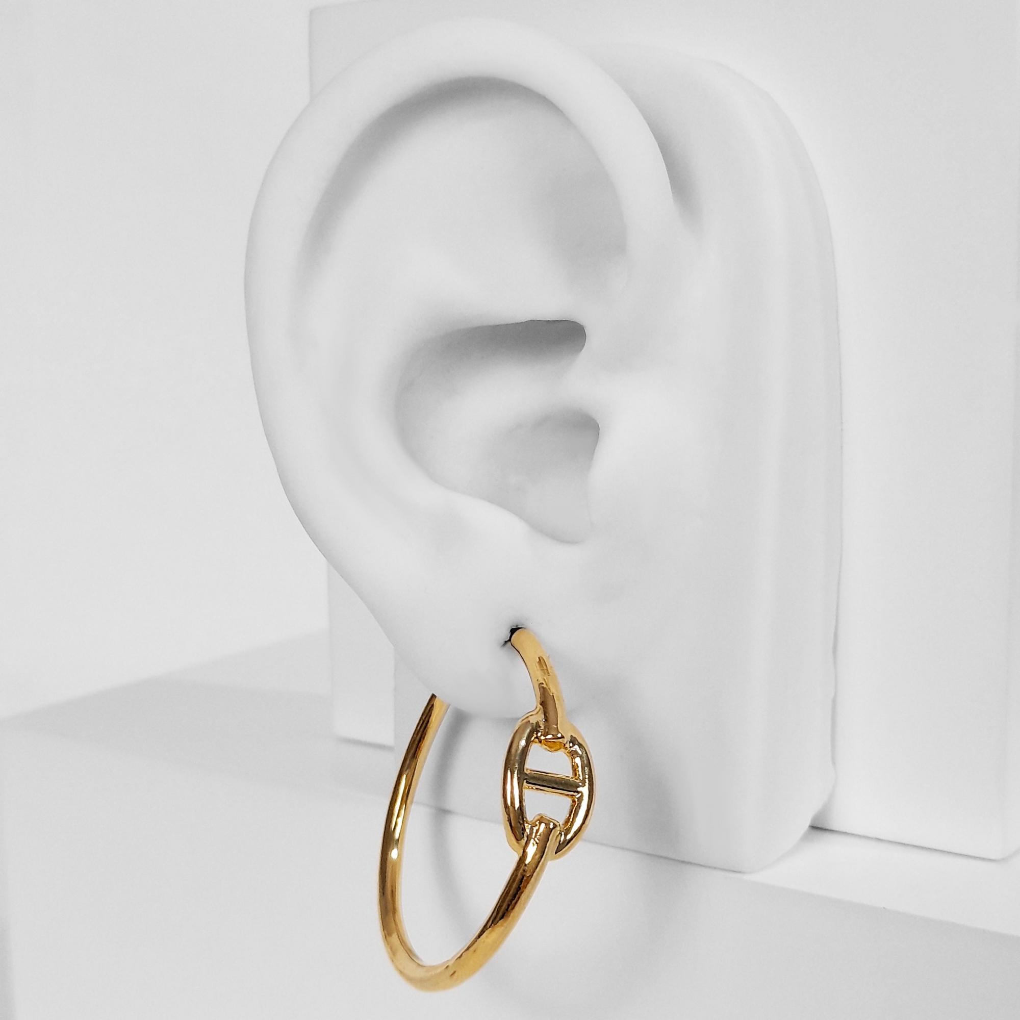 Brinco Argola Detalhe de Elo Piastrine Folheado Ouro 18K  - Lunozê Joias