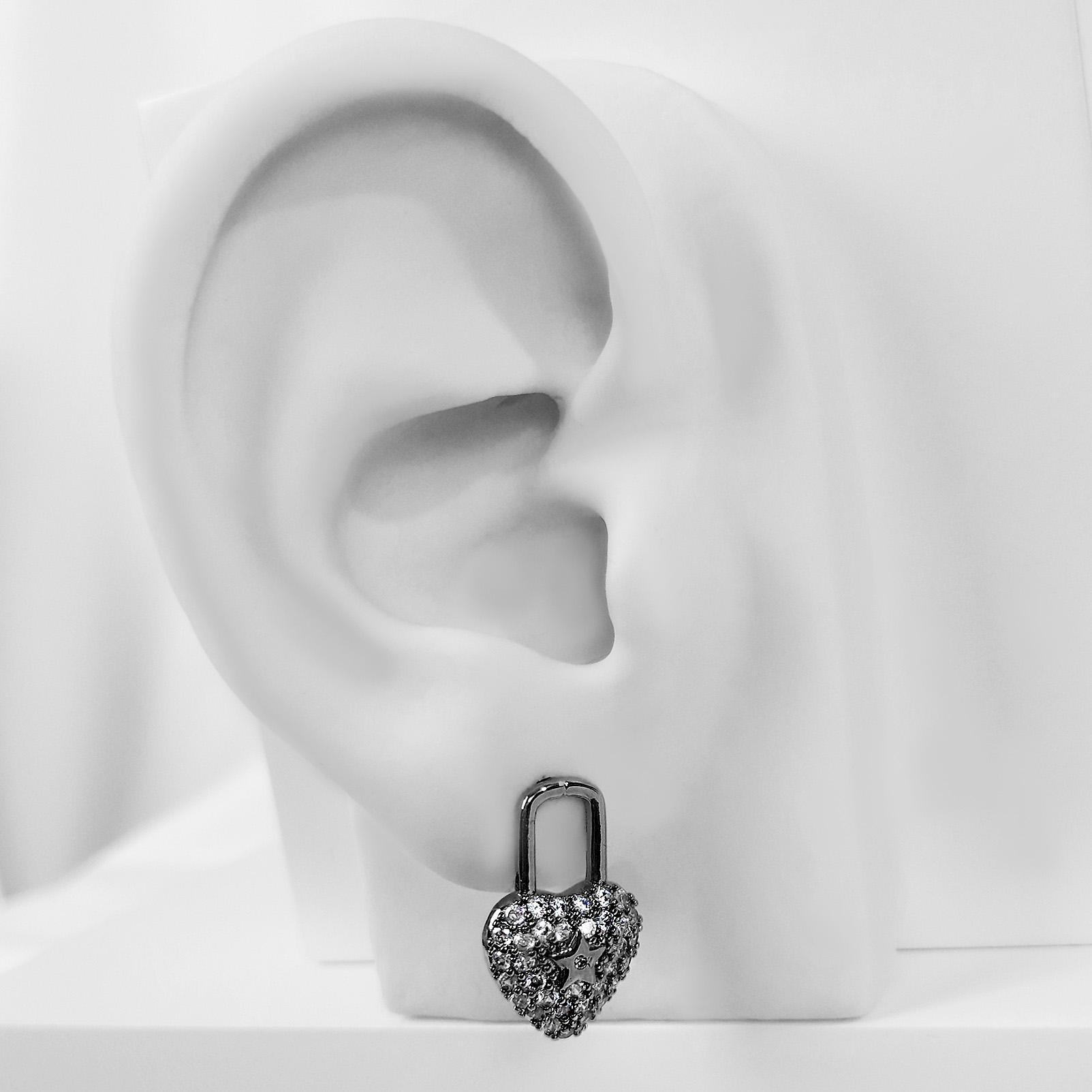 Brinco de Cadeado em Coração Banho Ródio Negro  - Lunozê Joias