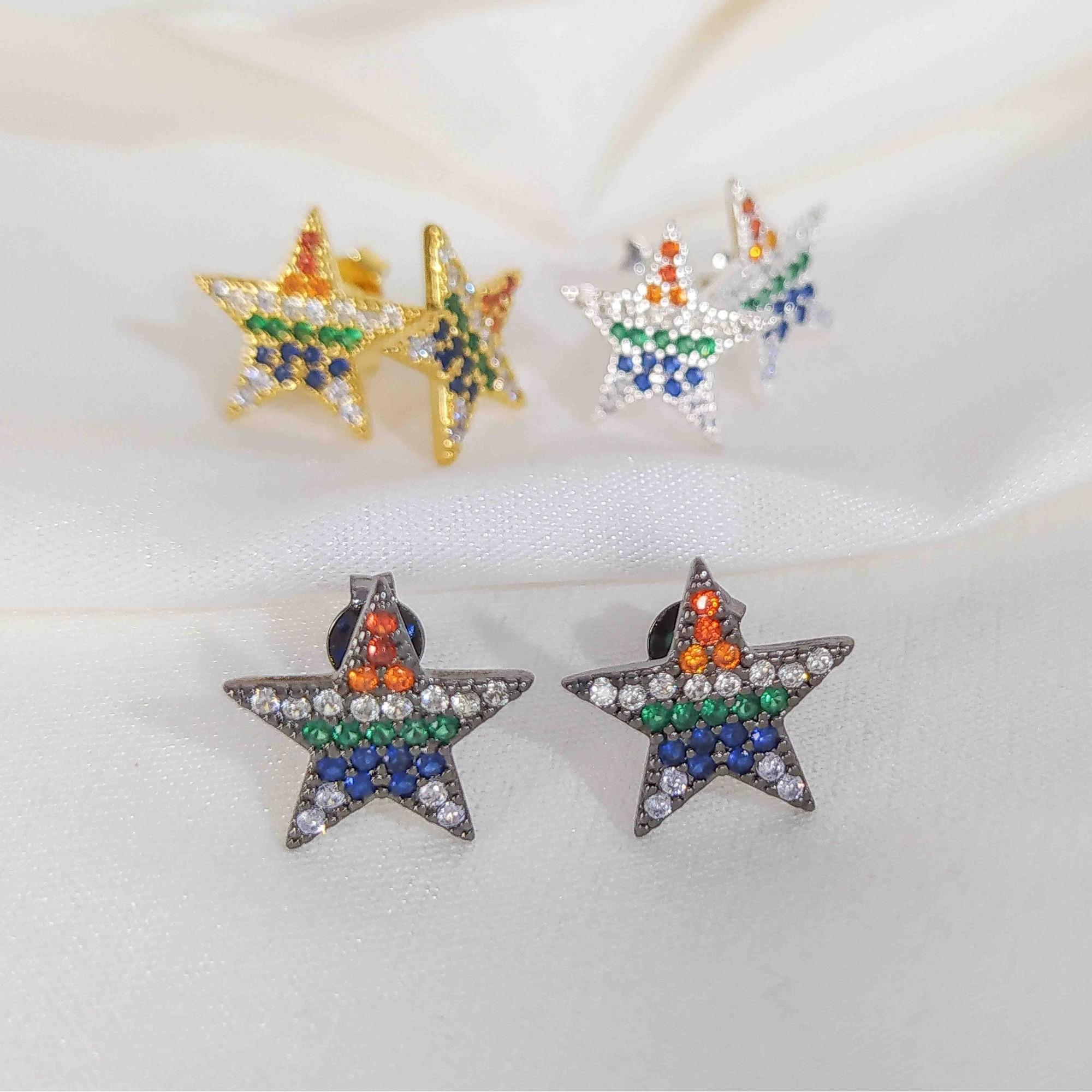 Brinco de Estrela Zircônia Colorida Banho Ródio Negro  - Lunozê Joias