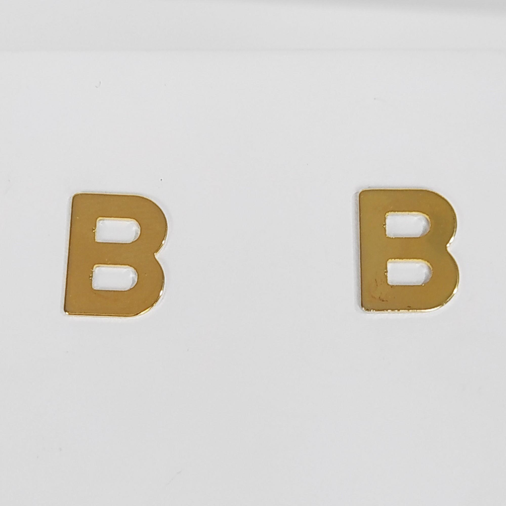 Brinco Pequeno Letras Folheado a Ouro 18K  - Lunozê Joias