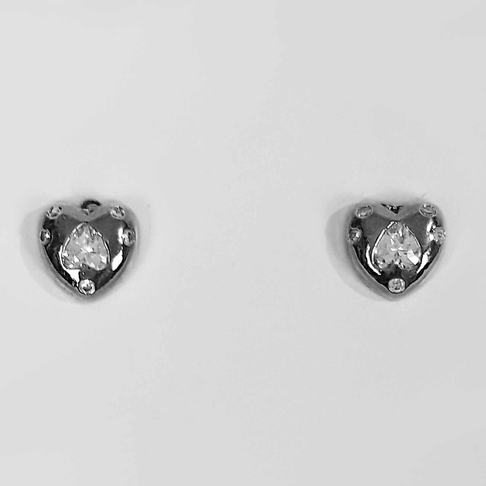 Brinco Pequeno Coração com Zircônias Banho Ródio Negro  - Lunozê Joias