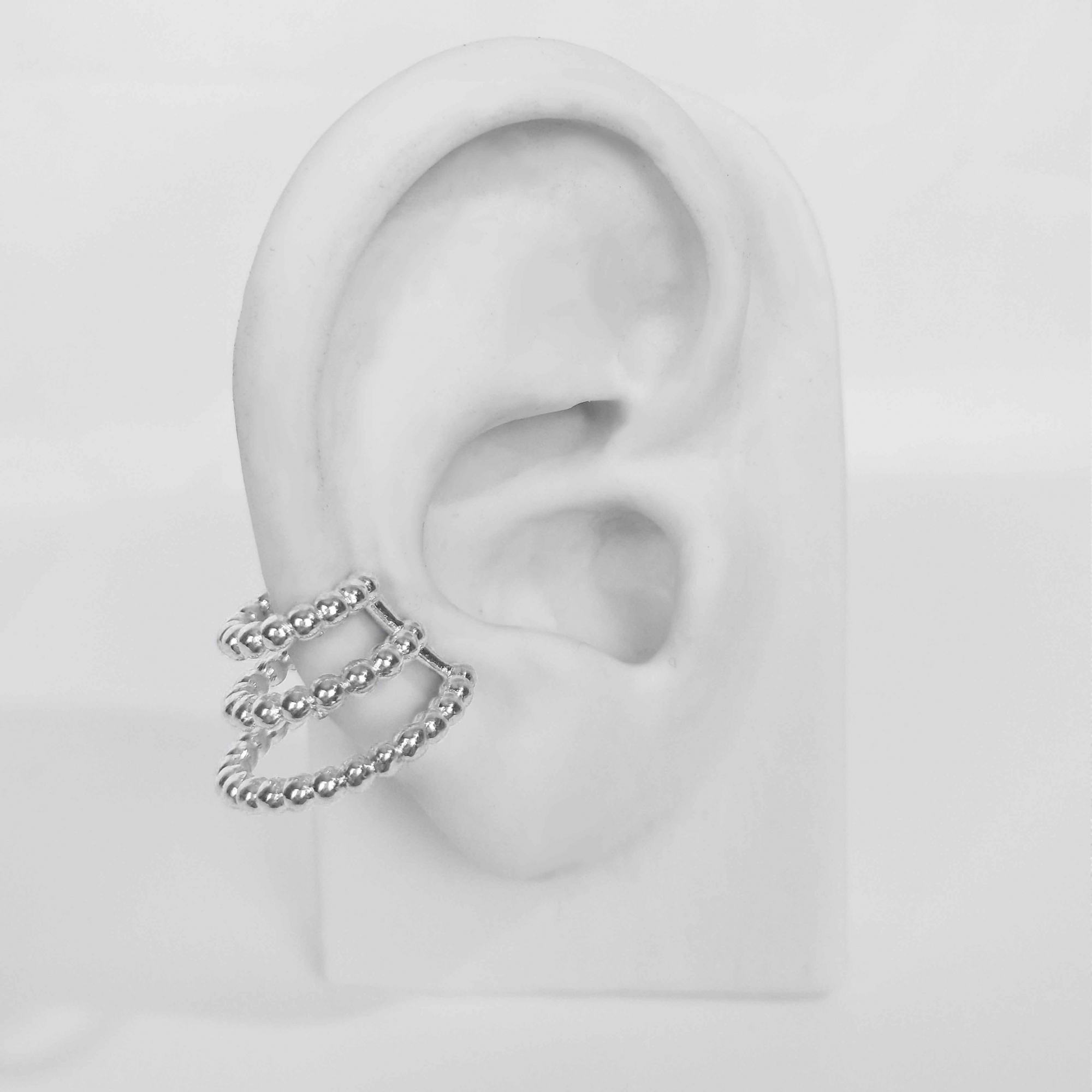 Brinco Piercing Fake 3 Fios de Bolinhas Modelo Cone Folheado Prata 1000  - Lunozê Joias