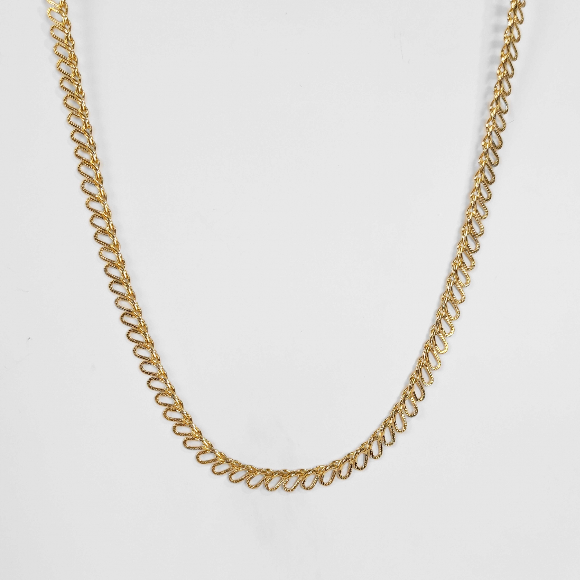 Colar Comprido Elo Entrelaçado Lateral 40cm Folheado Ouro 18k  - Lunozê Joias