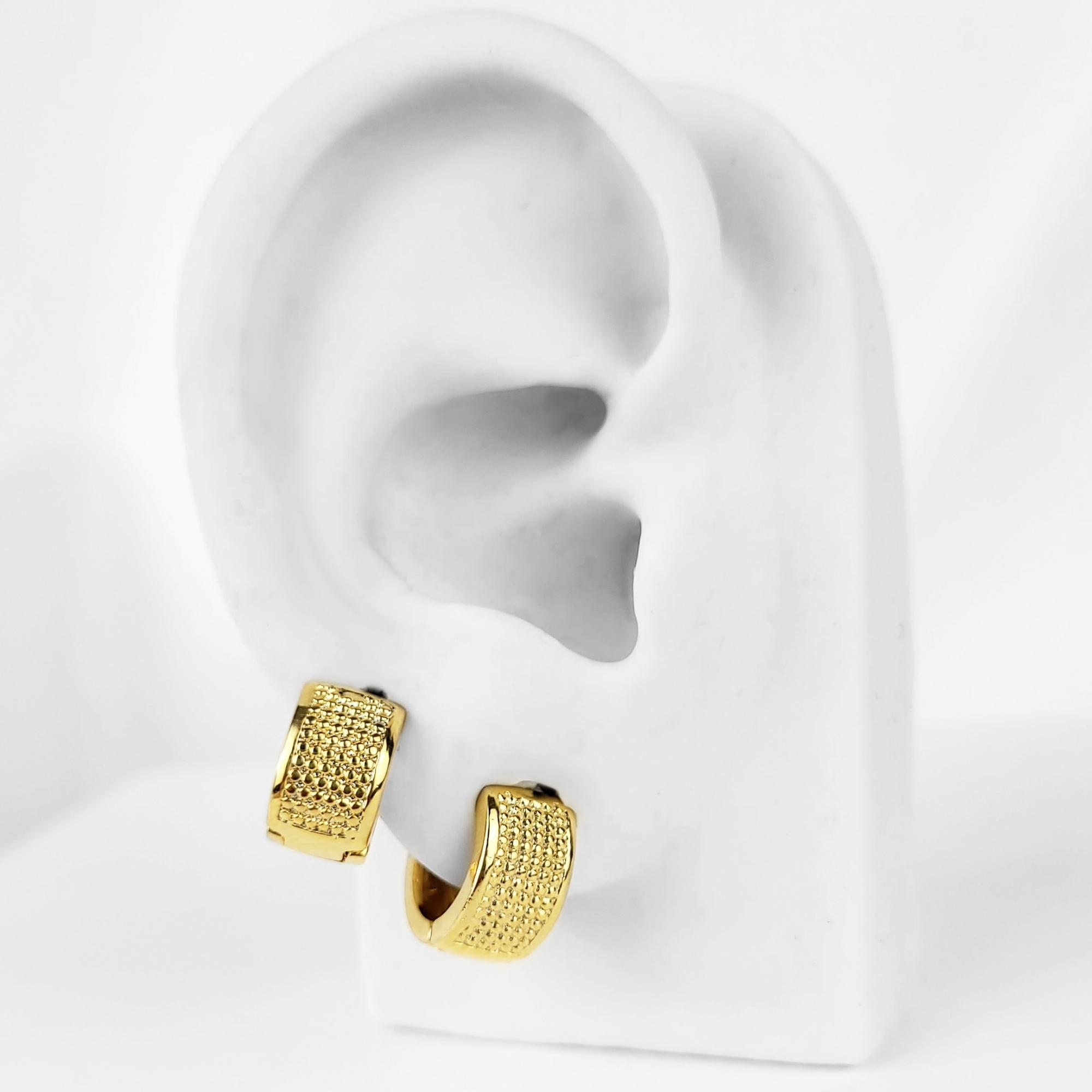 Duo de Brincos Argolas Largas Texturizadas Folheado Ouro 18K  - Lunozê Joias