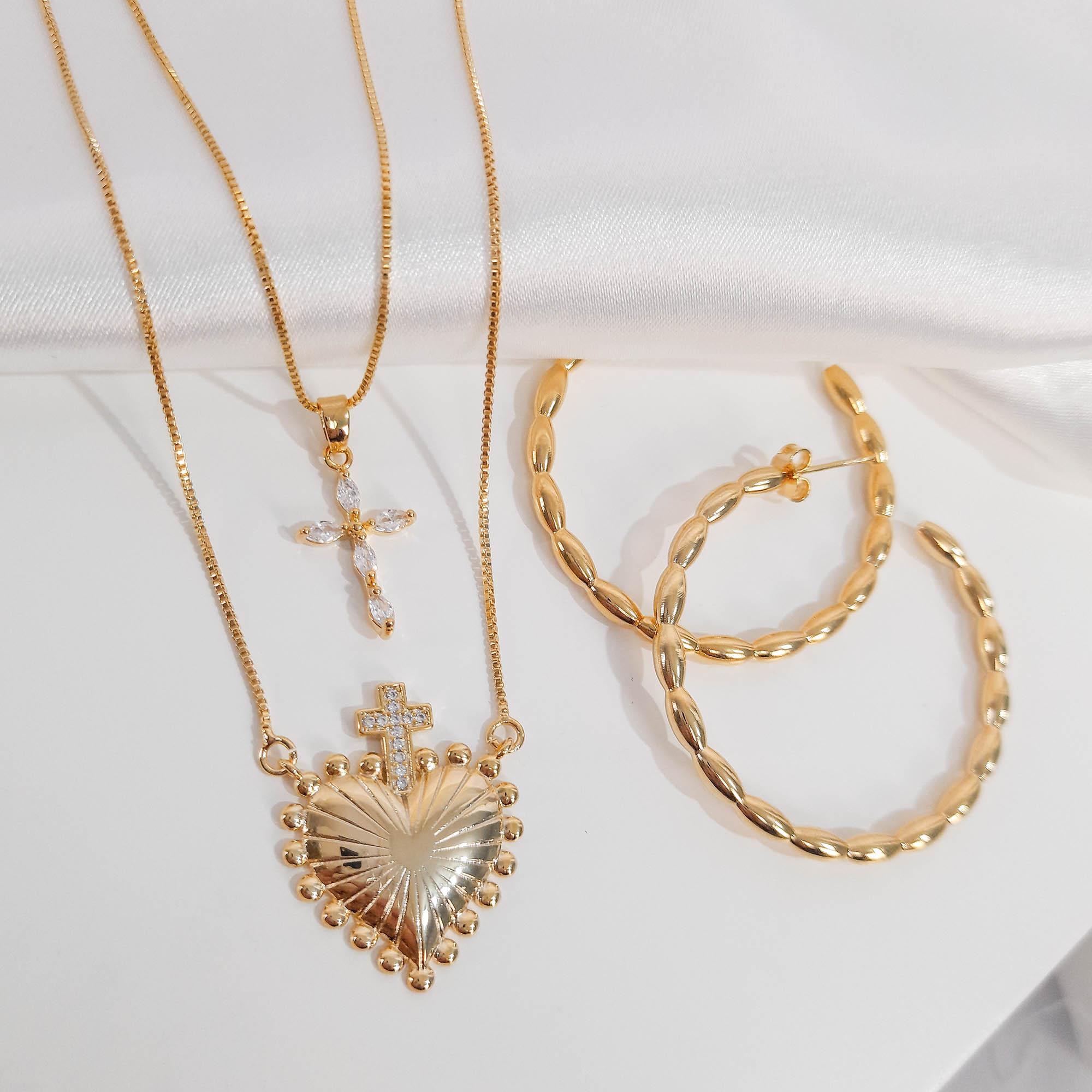 Gargantilha Coração com Cruz Folheado Ouro 18K  - Lunozê Joias