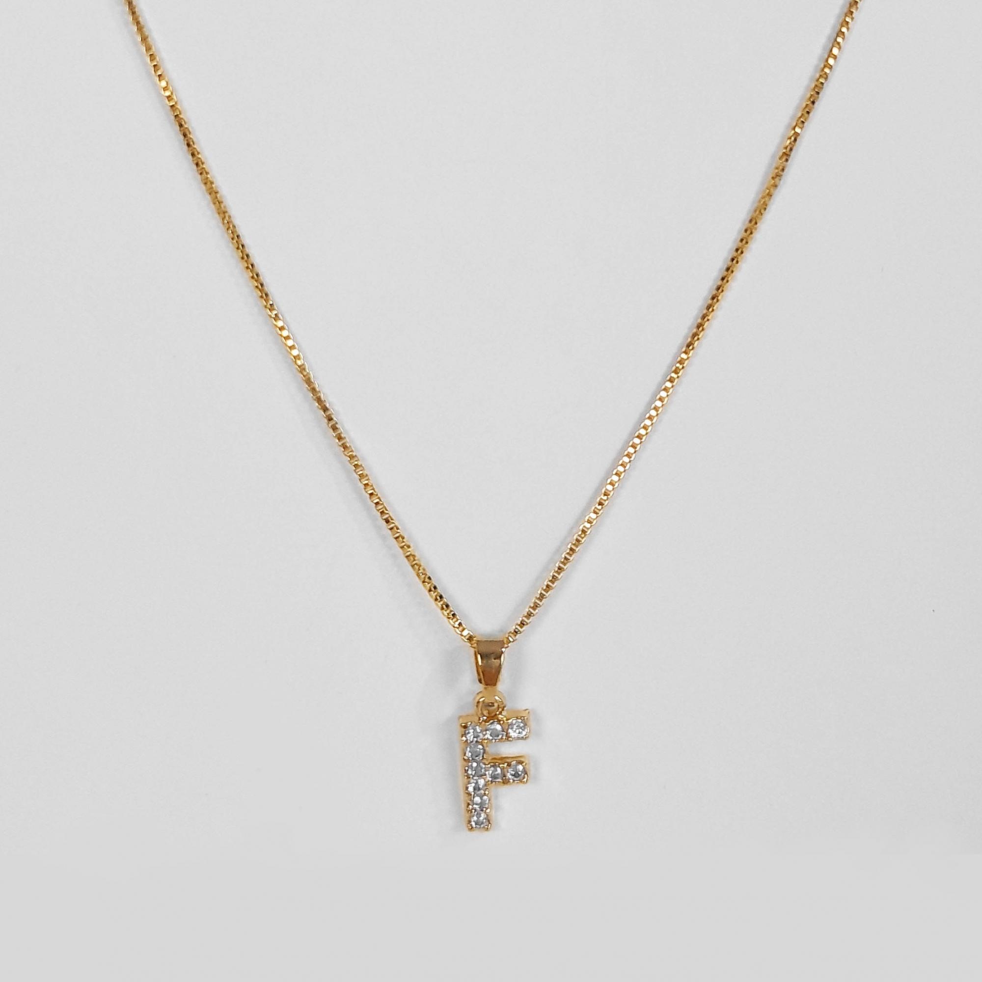 Gargantilha Letra Cravejada Micro Zircônia Folheado Ouro 18k  - Lunozê Joias