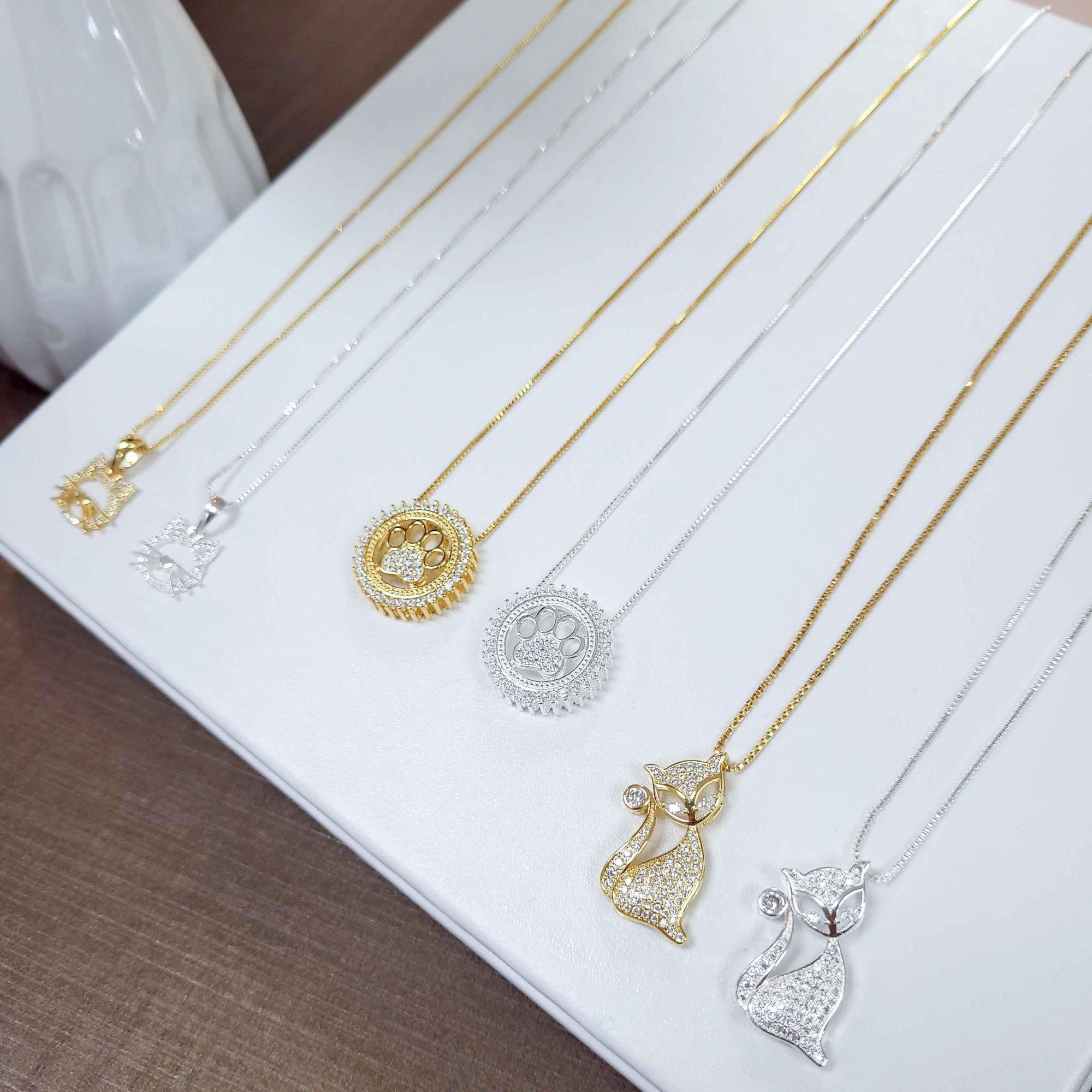 Gargantilha Mandala Patinha Pets Cravejada Folheada Ouro 18K  - Lunozê Joias