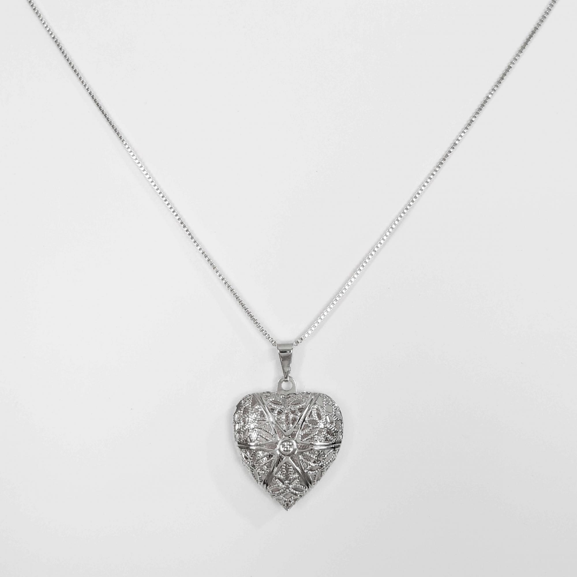 Gargantilha Relicário Formato Coração Vazado Folheada Prata 1000  - Lunozê Joias