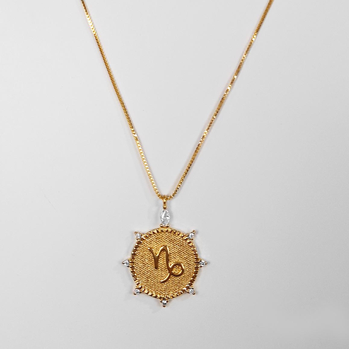 Gargantilha Signo Capricórnio Com Zircônia Folheada Ouro 18K  - Lunozê Joias