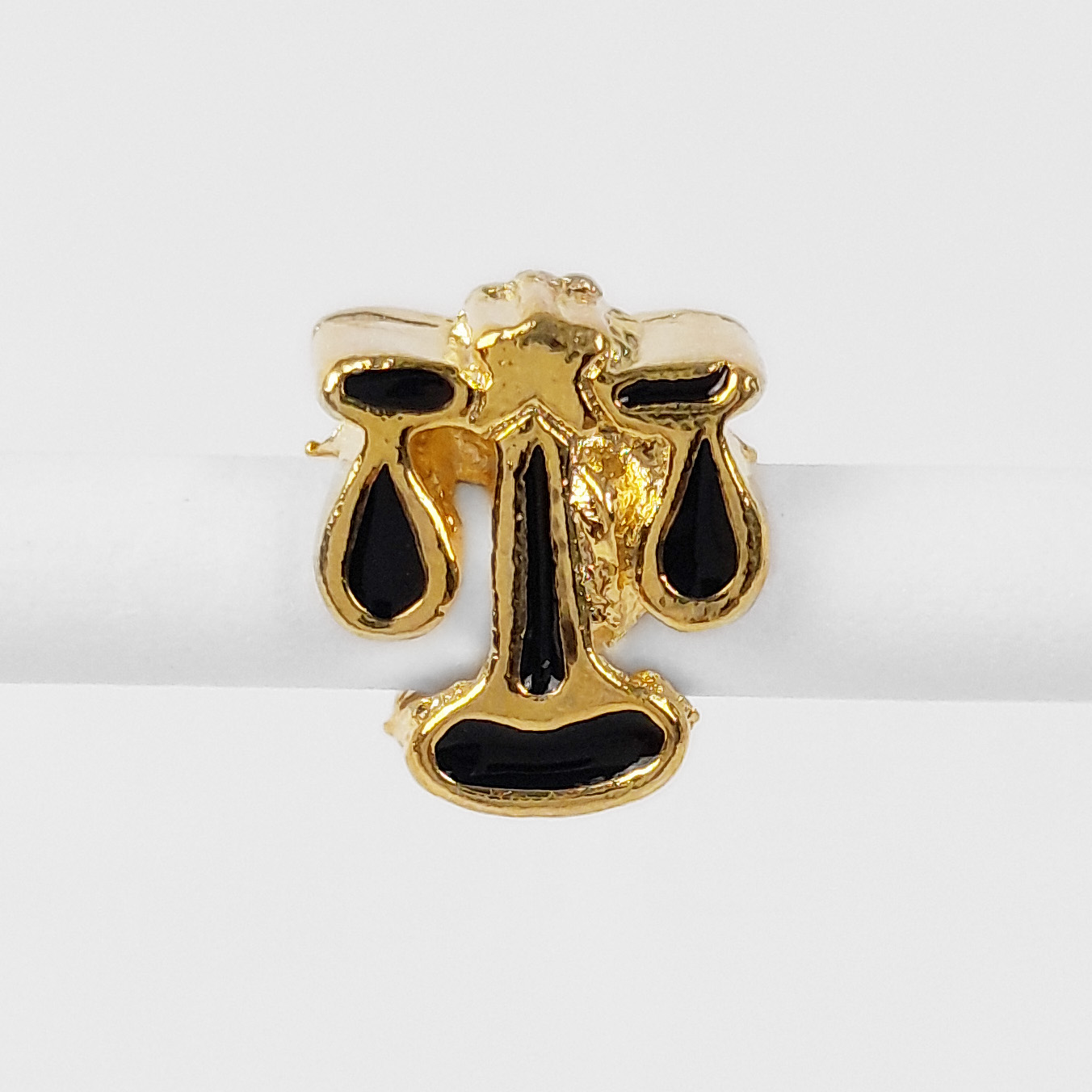 Pingente Berloque Símbolo do Direito Folheado A Ouro 18k  - Lunozê Joias