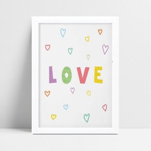 Poster infantil menina corações pequenos coloridos